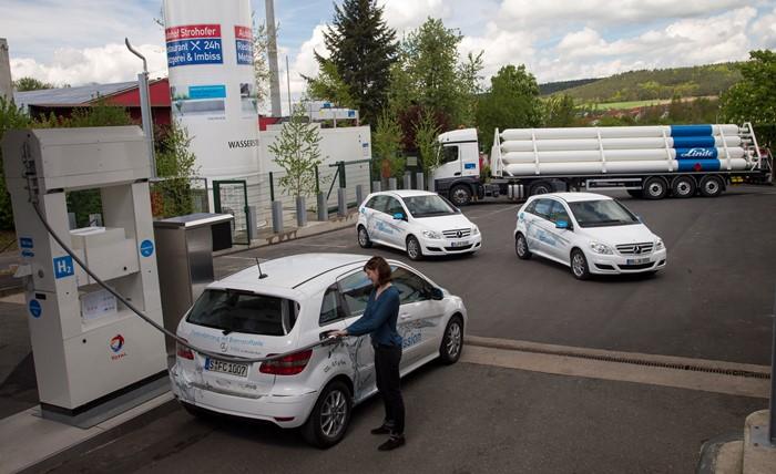 Prvá čerpacia stanica na vodík v Nemecku (foto: Daimler)