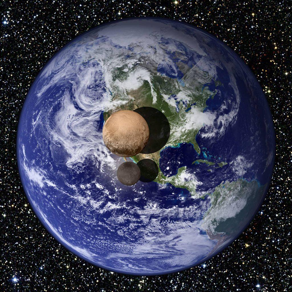 Pluto a Cháron v porovnaní so Zemou (foto: NASA)