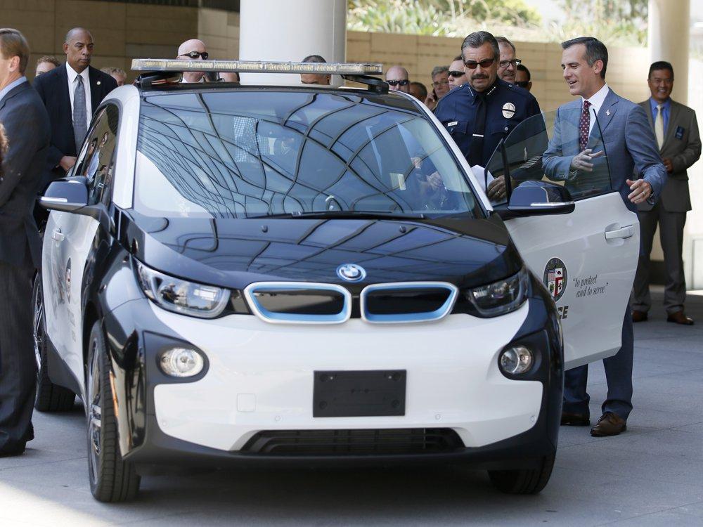 LA Mayor Eric Garcetti a LA Police Chief Charlie Beck v BMW i3 (foto: BMW)