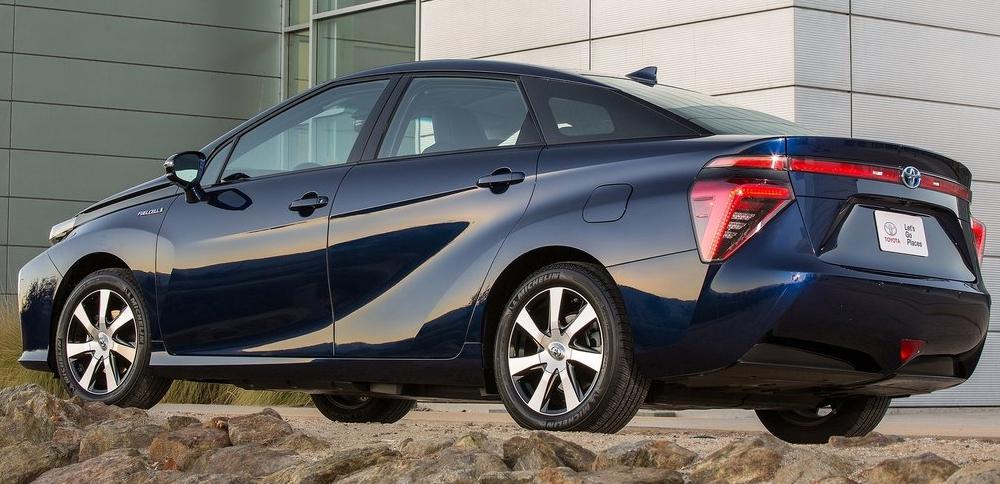 Toyota Mirai na vodík - ecomoto.sk (4)