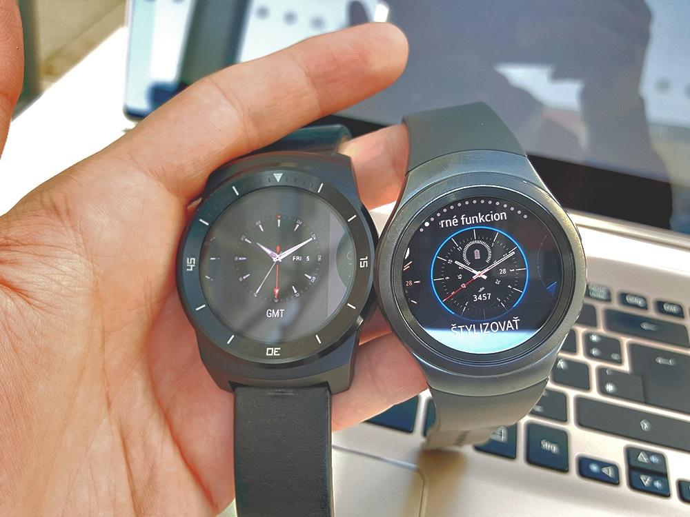 Vľavo LG G Watch, vpravo Samsung Gear S2 Urban (Foto: Erik Stríž)