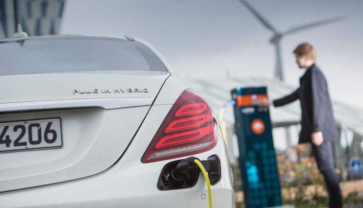 Mercedes prisľúbil plug-in hybridy s dlhším dojazdom