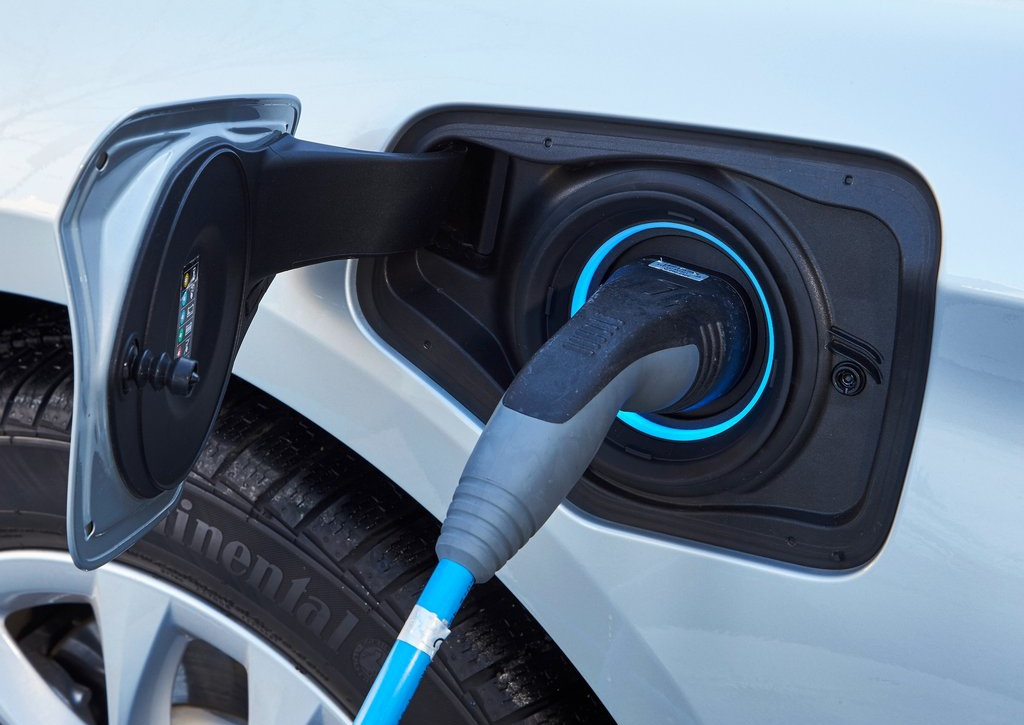 BMW 225xe Active Tourer Plug-in hybrid Ecomoto.sk (21)