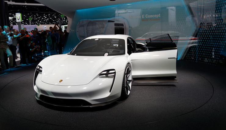 Porsche Mission E, koncept elektrického 4-miestneho auta | Zdroj: Porsche