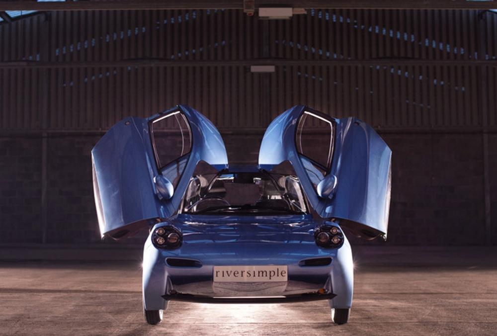 Nezvyčajný dizajn vodíkového auta Riversimple Rasa (2016) dopĺňajú krídlové dvere