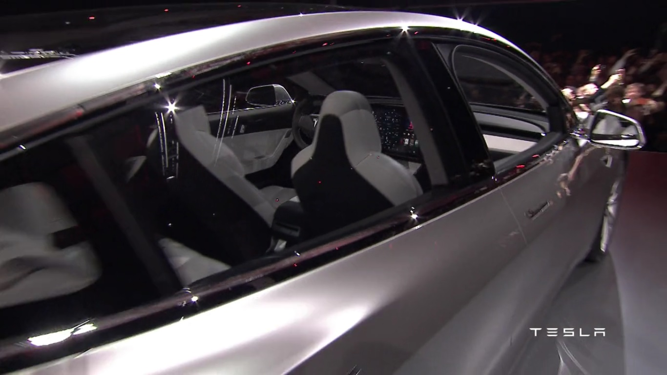Tesla Model 3, ročník 2018 - interiér