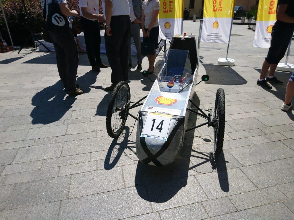 Študenti v Bratislave predviedli svoje vozidlá, poputujú do Londýna na Shell Eco-marathon 2016