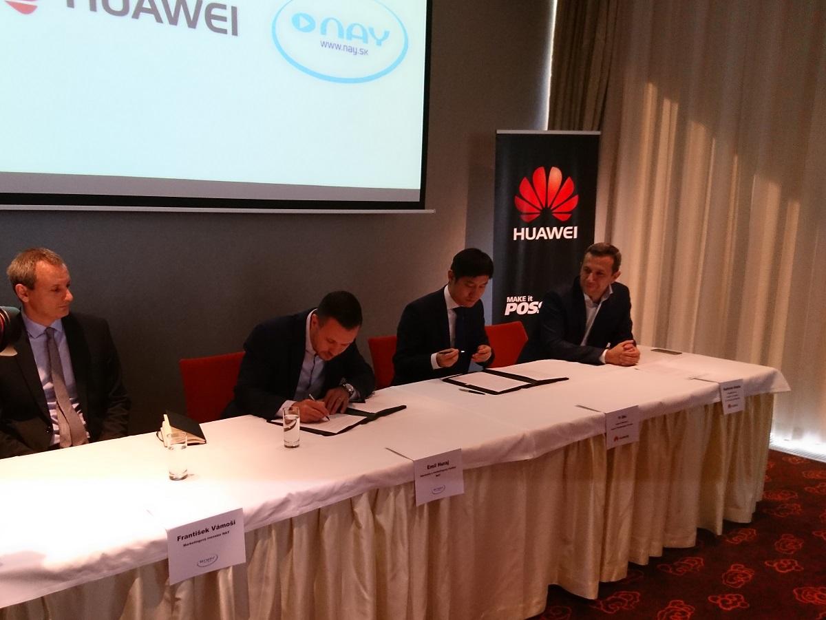 Zľava František Vámoši (Nay), Emil Huraj (Nay), Yi Shi (Huawei) a Radoslaw Kedzia (Huawei)