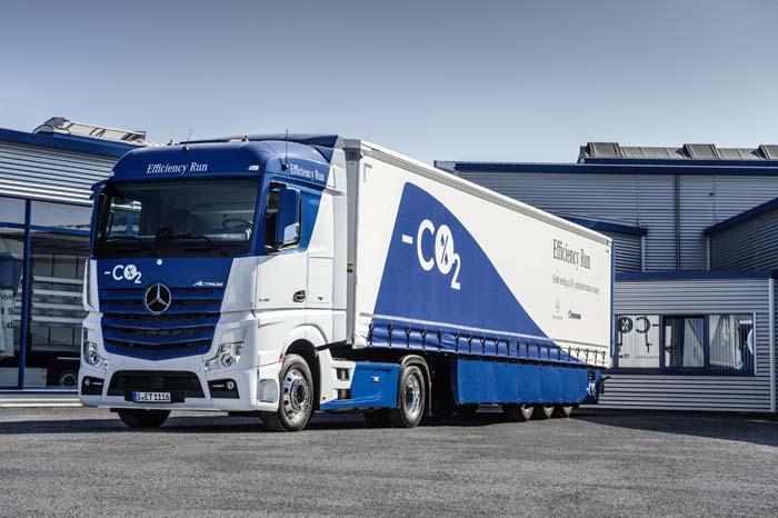 Mercedes-Benz Actros 1845 LS 4x2 má motor s výkonom až 449 konských síl a spĺňa normu Euro VI. (foto: Mercedes-Benz Truck)