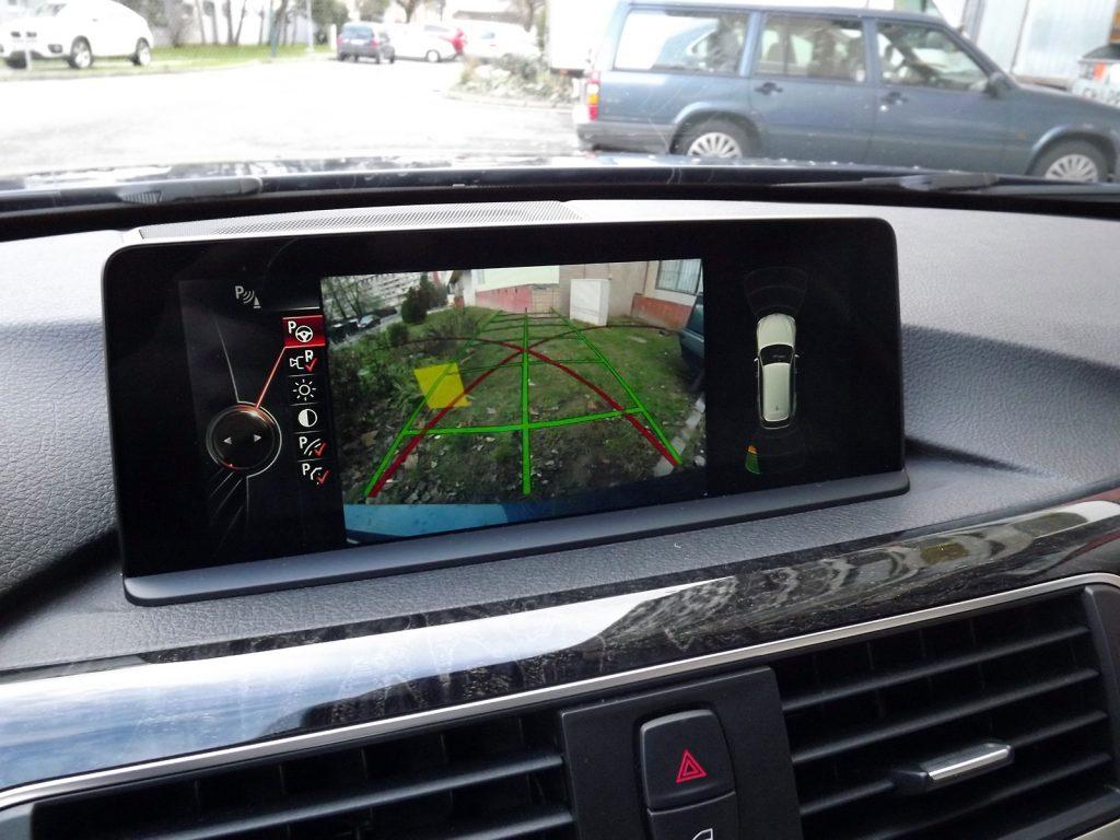 Perfektný kamerový systém. BMW 330d xDrive Touring (test 2016/02, foto: striz.sk)