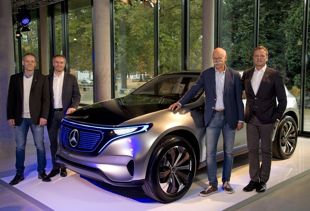 Mercedes-Benz Generation EQ koncept z roku 2016. Zľava Michael Peters (MB v Brémach), Peter Theurer (MB v Brémach), Dr. Dieter Zetsche (predseda predstavenstva MB) a Markus Schäfer (člen predstavenstva MB).