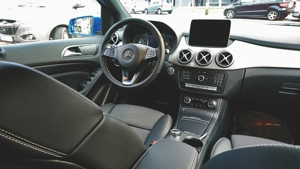Interiér, Mercedes-Benz B250e (2016)