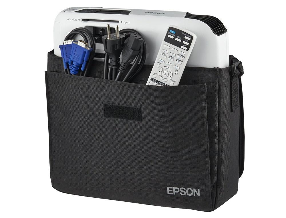 Cenovo dostupný projektor Epson EB-S04 so všetkým, čo je v balení: projektor, D-Sub kábel, diaľkový ovládač, napájací kábel, praktická textílna brašňa a, samozrejme, manuál.