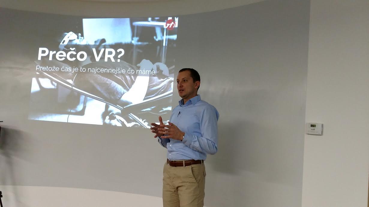 Martin Čapo z RB - Riešime bývanie na prezentácii využitia VR technológie v realitnom biznise. (foto: Erik Stríž/3Digital.sk)